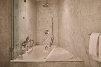hotel-park-centraal-amsterdam-room-bathroom-bathtub