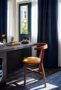 hotel-park-centraal-amsterdam-room-junior-suite-desk-chair-décor