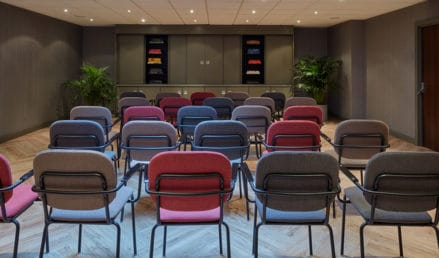 hotel-park-centraal-amsterdam-meeting-room-berlin-theatre-setup