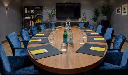 hotel-park-centraal-amsterdam-meeting-room-rome-boardroom-setup-preview