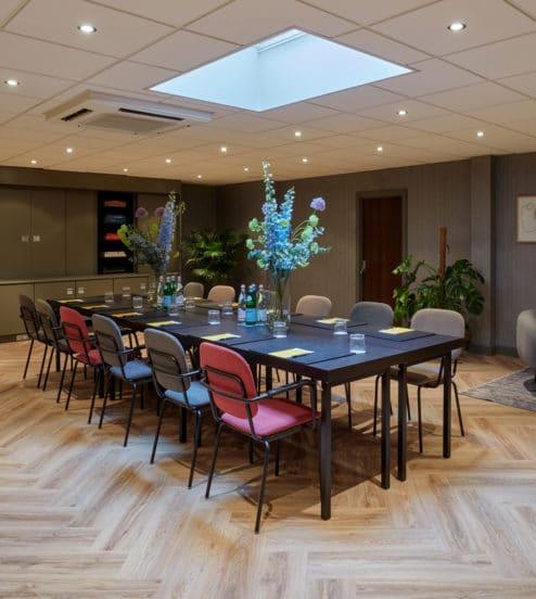 hotel-park-centraal-amsterdam-meeting-room-berlin-boardroom-setup