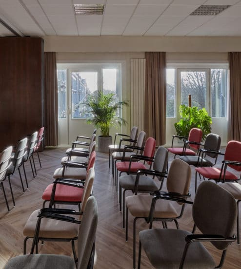 hotel-park-centraal-amsterdam-meeting-room-london-theatre-setup-close-view
