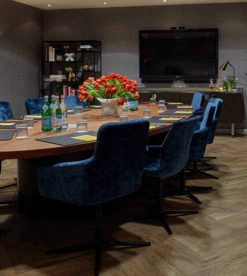 hotel-park-centraal-amsterdam-meeting-room-rome-boardroom-setup