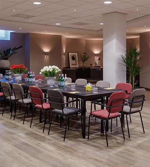 hotel-park-centraal-amsterdam-meeting-room-sydney-boardroom-setup