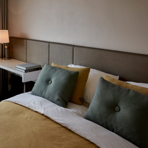 hotel-park-centraal-amsterdam-deluxe-room-bed