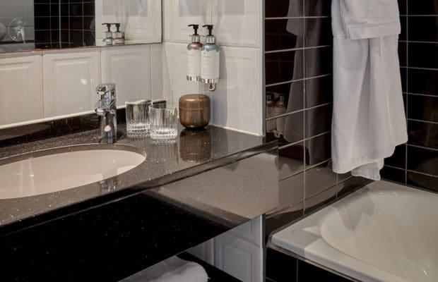 hotel-park-centraal-amsterdam-deluxe-room-bathroom-bathtub