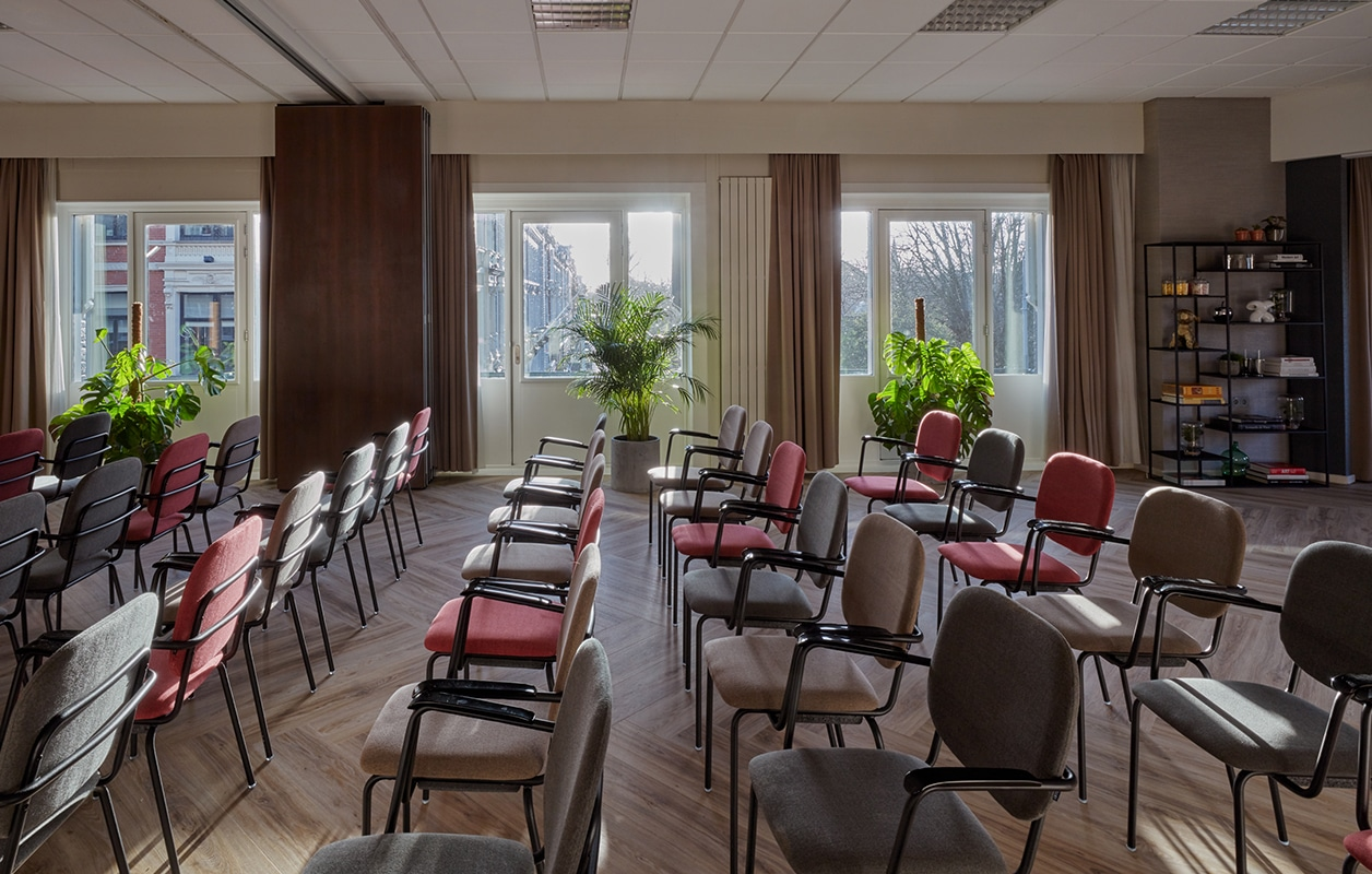 hotel-park-centraal-amsterdam-meeting-room-london-theatre-setup