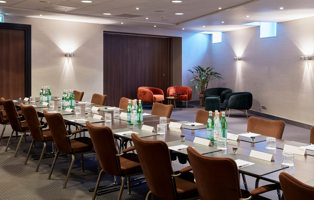 hotel-park-centraal-amsterdam-meeting-room-paris-boardroom-setup