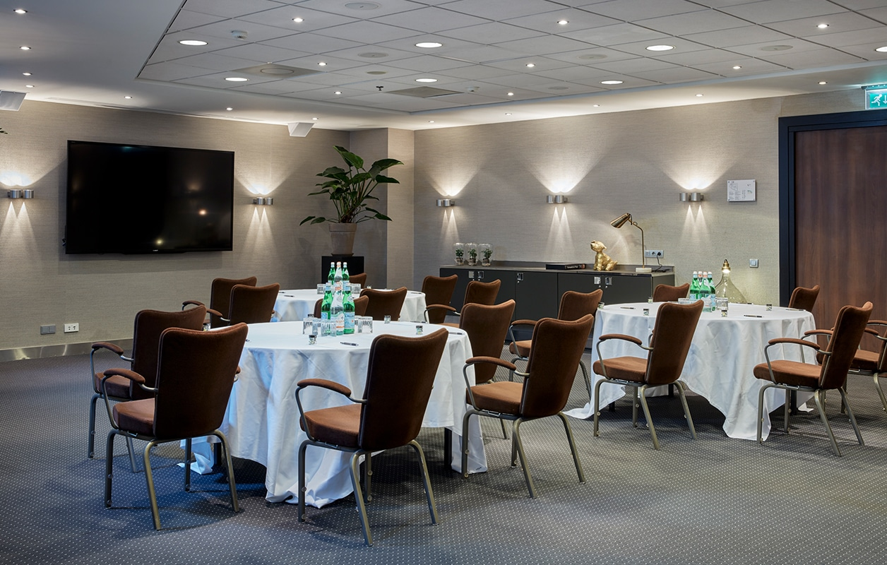 hotel-park-centraal-amsterdam-meeting-room-paris-cabaret-setup