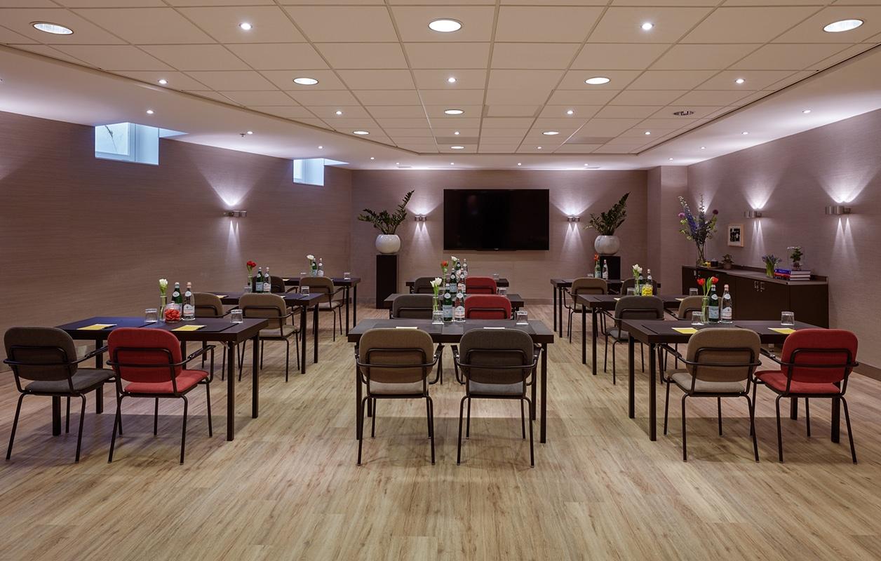 hotel-park-centraal-amsterdam-meeting-room-sydney-school-setup