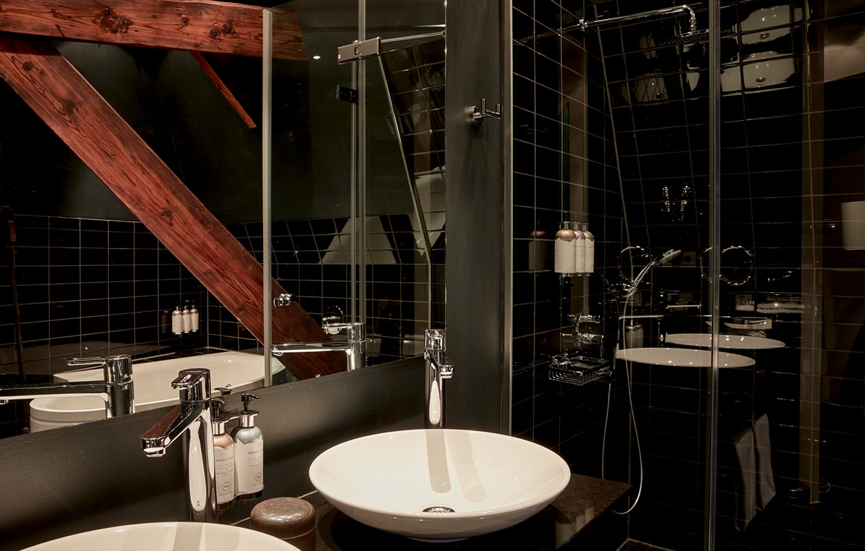 hotel-park-centraal-amsterdam-room-tower-suite-bathroom
