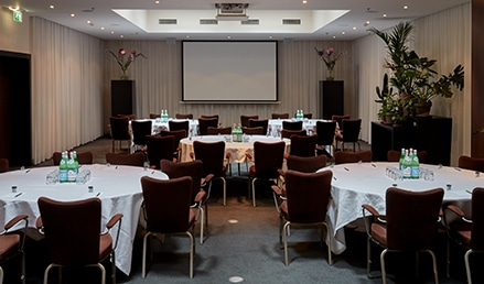 hotel-park-centraal-amsterdam-meeting-room-new-york-cabaret-setup