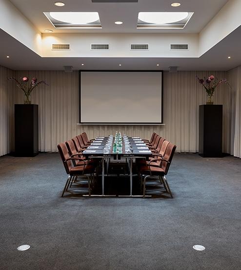 hotel-park-centraal-amsterdam-meeting-room-new-york-boardroom-setup