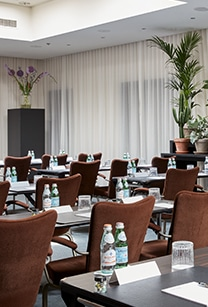 hotel-park-centraal-amsterdam-meeting-room-new-york-school-setup-close-view