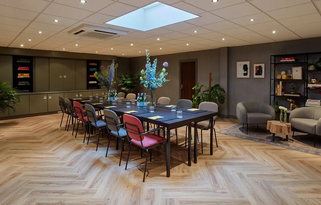 hotel-park-centraal-amsterdam-meeting-room-berlin-boardroom-setup-lounge