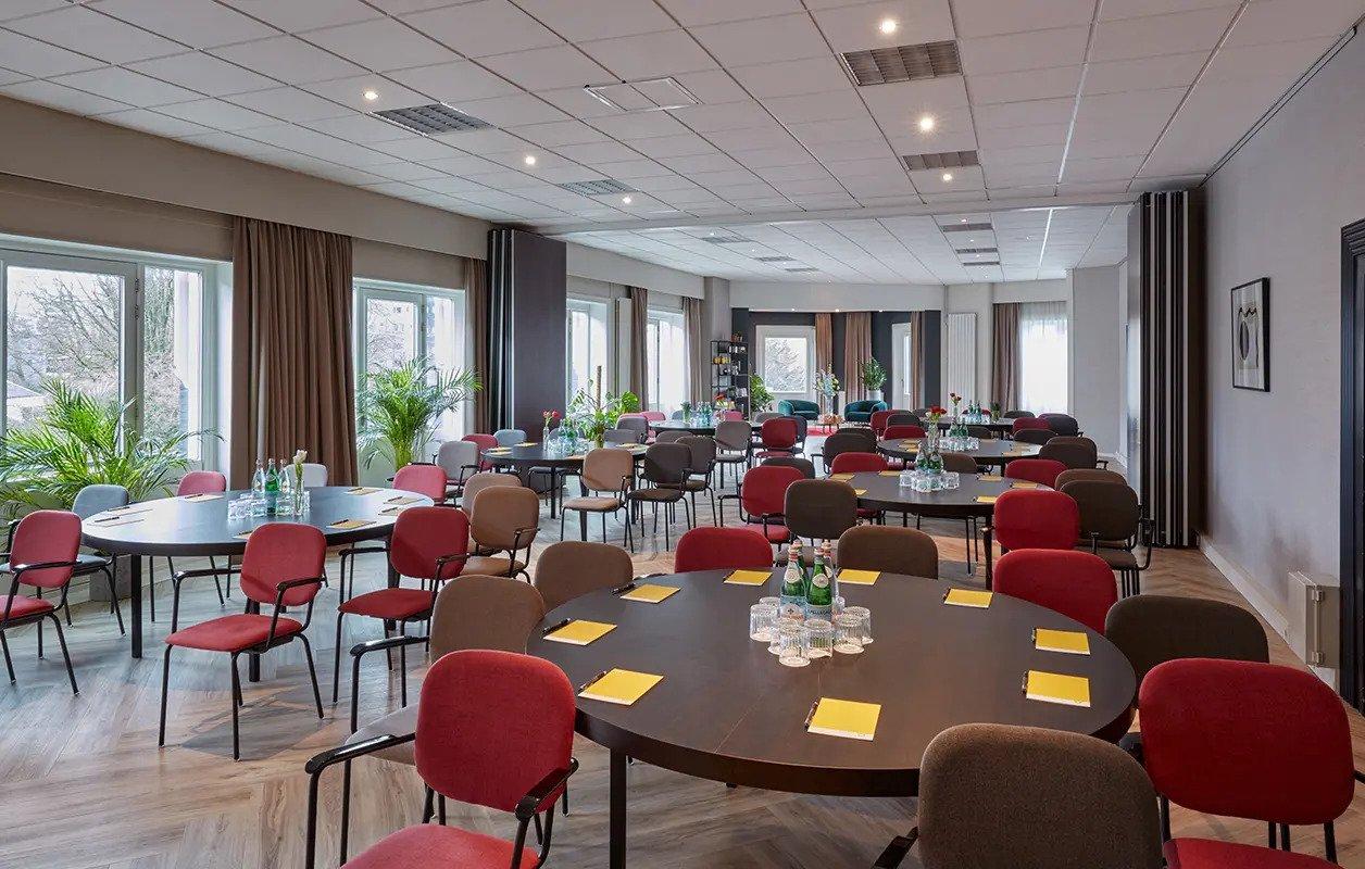 hotel-park-centraal-amsterdam-meeting-room-london-cabaret-setup