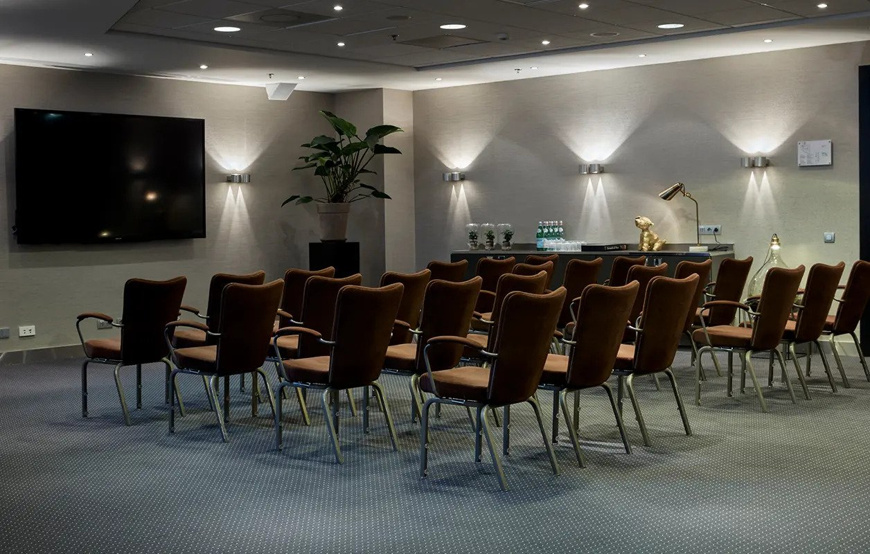 hotel-park-centraal-amsterdam-meeting-room-paris-theatre-setup