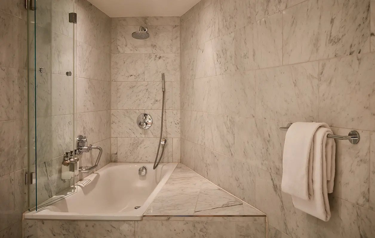 hotel-park-centraal-amsterdam- room-duplex-suite-bathroom
