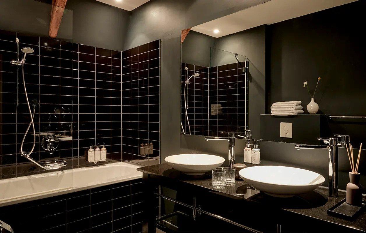 hotel-park-centraal-amsterdam-room-junior-suite-bathroom-bathtub