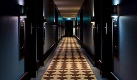 439x258-Amsterdam-Rooms-Detailed-Deluxe-Room-ImageLeft